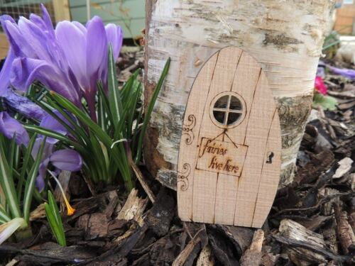 """FAIRY DOOR ENGRAVED WITH /""""FAIRIES LIVE HERE/"""" SOLID OAK WITH PORTHOLE WINDOW"""