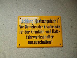 Achtung-Quteschgefahr-Vor-Betreten-der-Orginal-altes-Emailschild