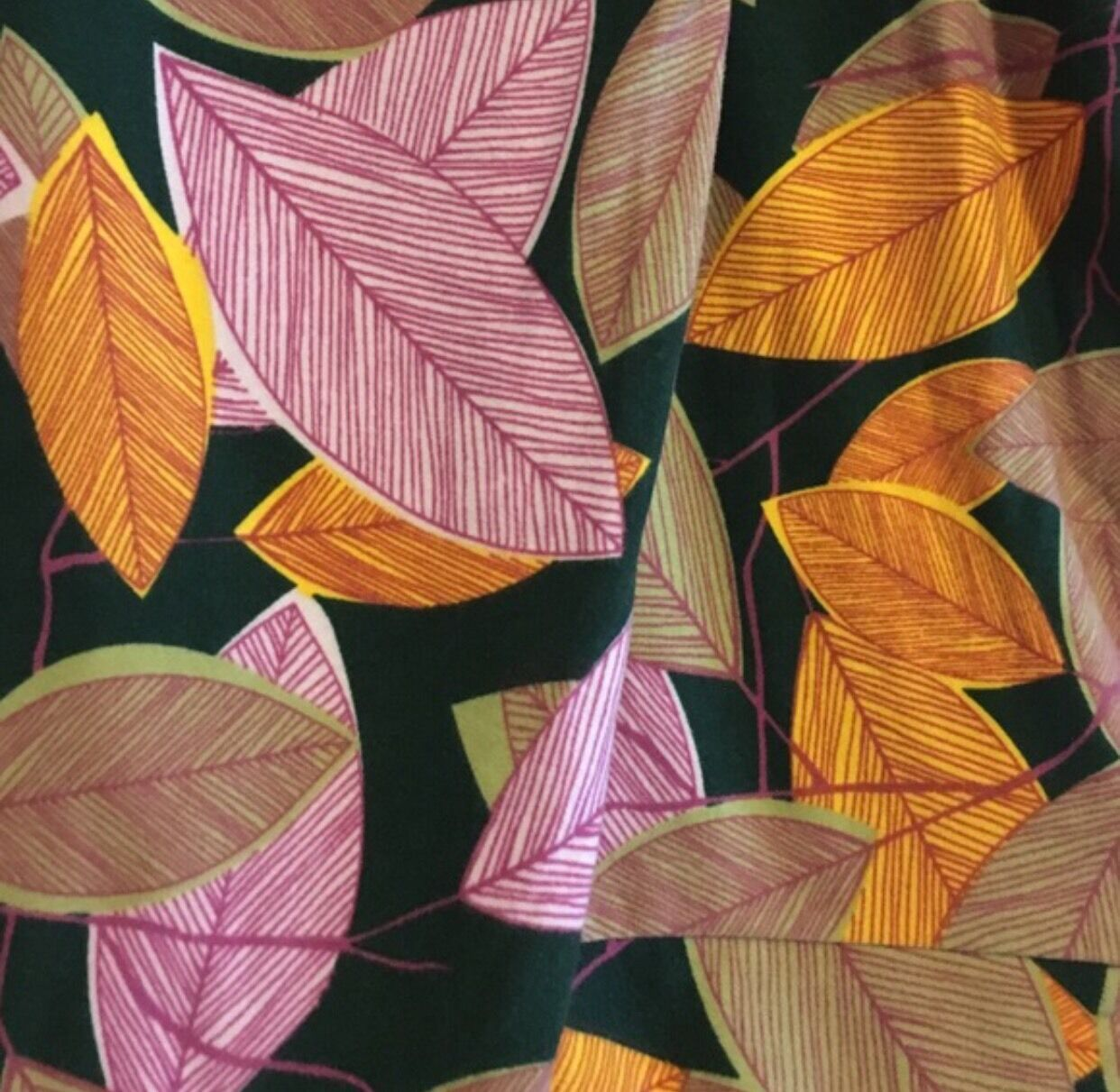 Lularoe Leaves Leggings   One Size, New With Tags
