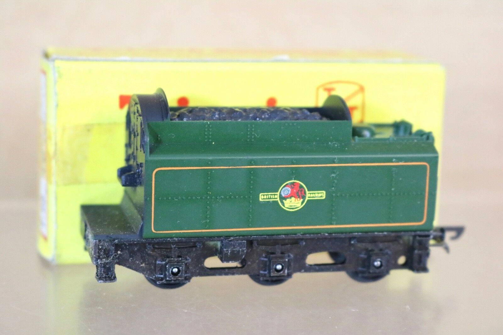 TRIANG T98 TT GAUGE TENDER ONLY for T98 BR 4-6-2 BRITANNIA CLASS LOCO 7000