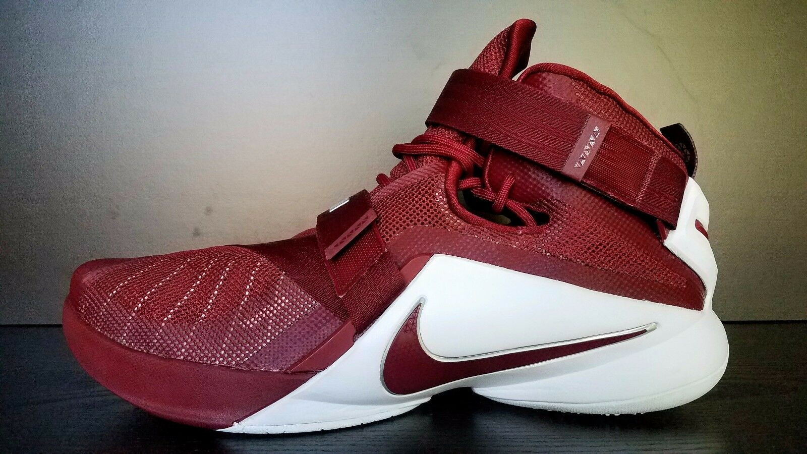 NEW Nike LeBron Soldier Mens 2015 Size 17.5 Red/White 813264-663 NBA Cavs Land