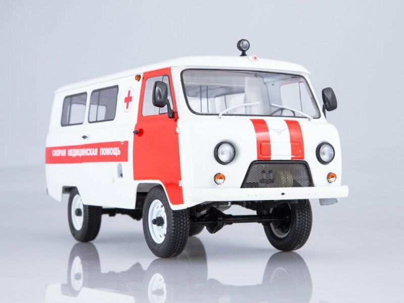 Scale model 1 18 UAZ-3962 Ambulance 1997