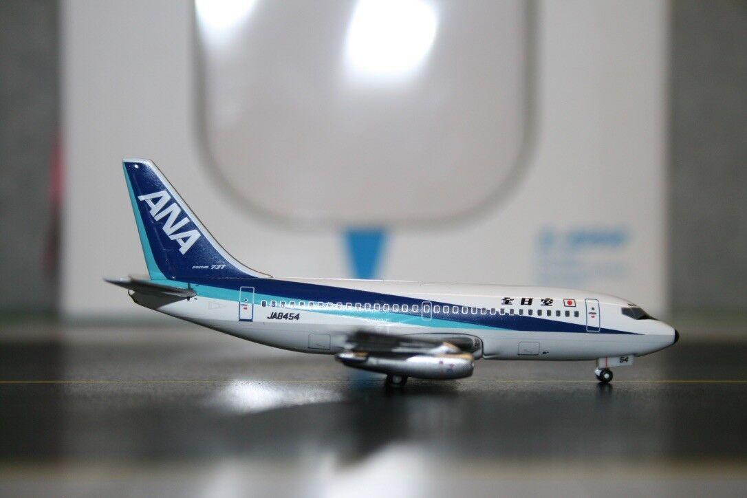 Seattle Model Aircraft  SMA  1:400 ANA Boeing 737-200 JA8454  SMA040104