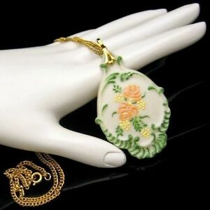 Vintage-Large-Ceramic-Hand-Painted-Flowers-Pendant-Necklace-Betty-Copp-Beautiful