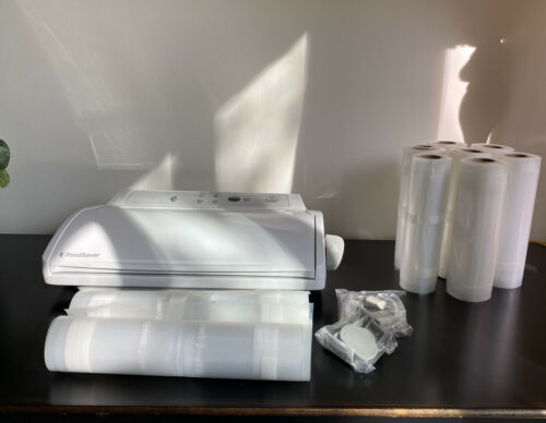 FOOD SAVER V2440 WHITE With 9 Rolls