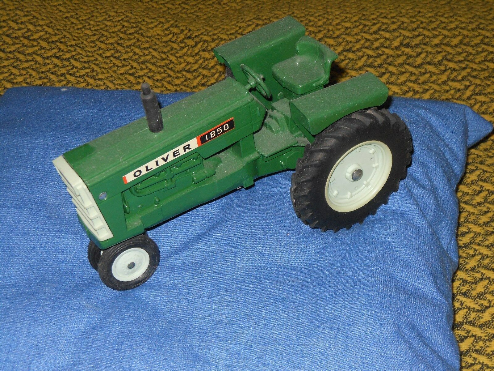 Oliver 1850 toy tractor  (White, Moline)   vintage 1970's