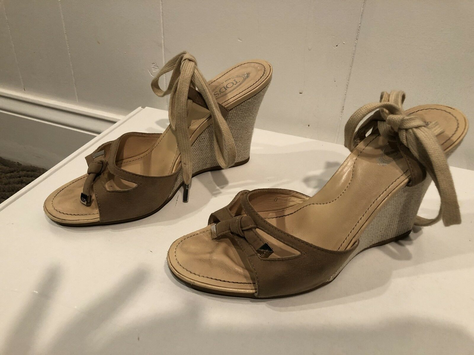 Tod's Zeppa Sandal With Tassel Taupe Suede Wrap Ankle Wedge Size 8.           GW