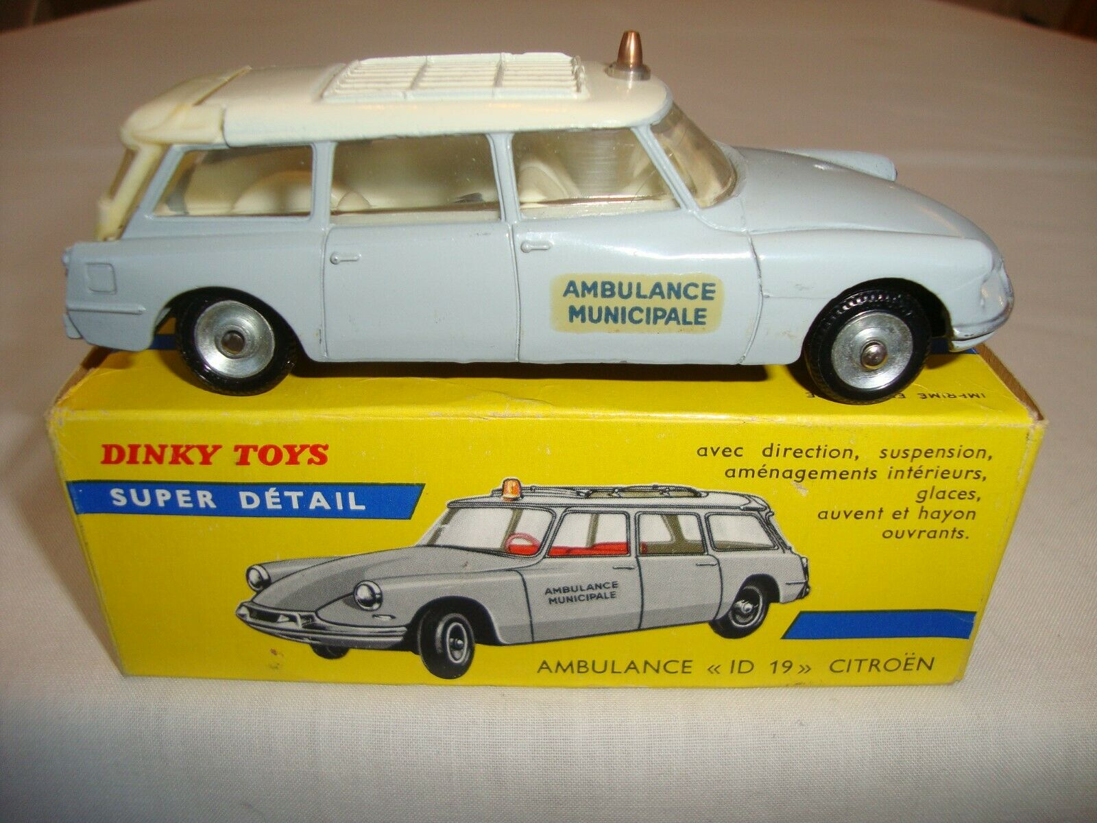 ORIGINAL French Dinky 556 ambulance ID 19 CITROEN-nr Comme neuf in original box