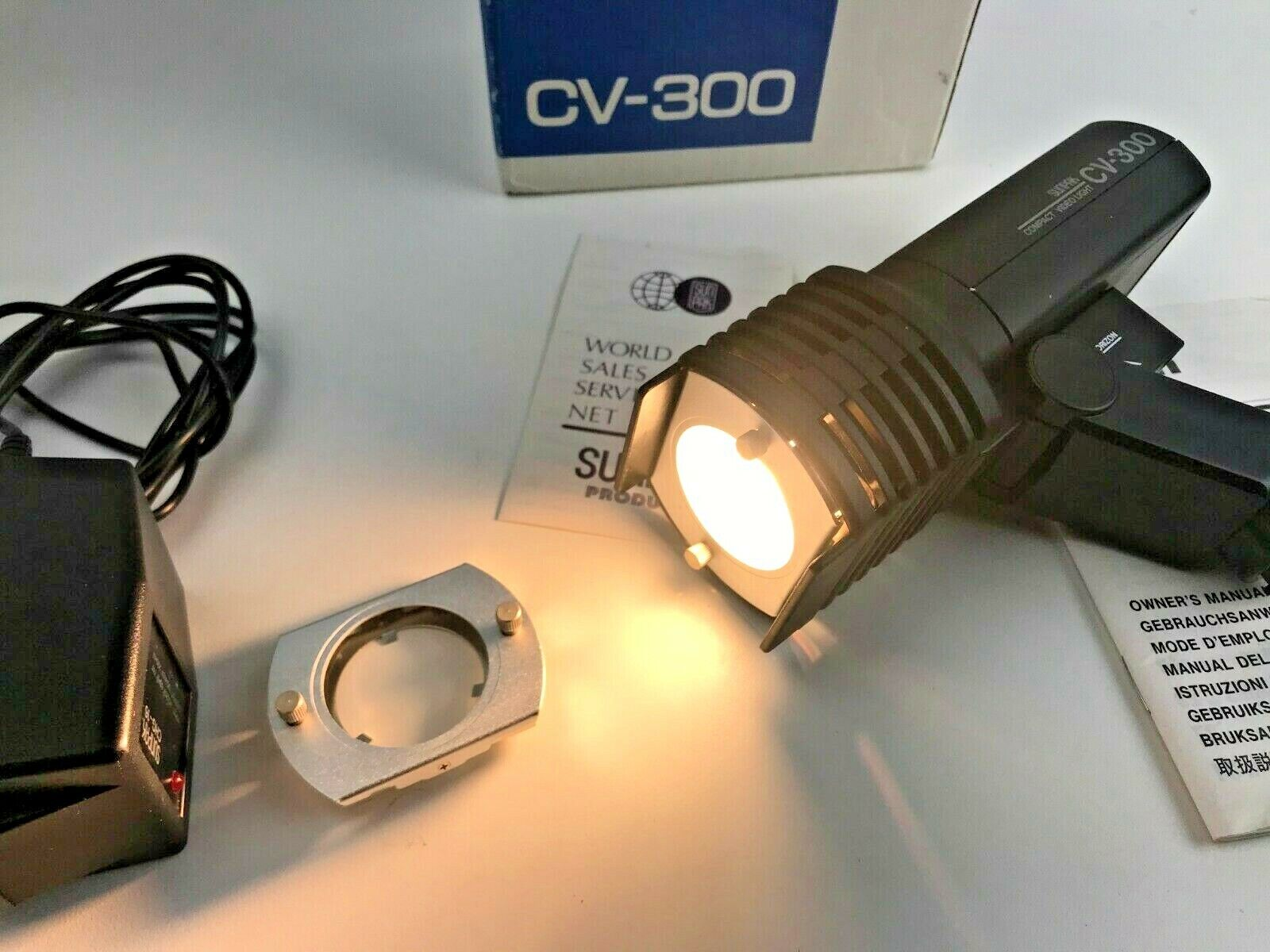 Sunpak CV-300 Compact Video Light w/Charger Owners Manual And Clear Glass Cover