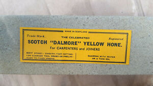 Unused-vintage-NOS-DALMORE-YELLOW-sharpening-stone-razor-hone