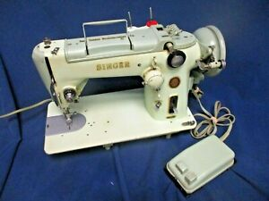 Vintage-GREEN-SINGER-Model-319W-Piano-Keys-Sewing-Machine