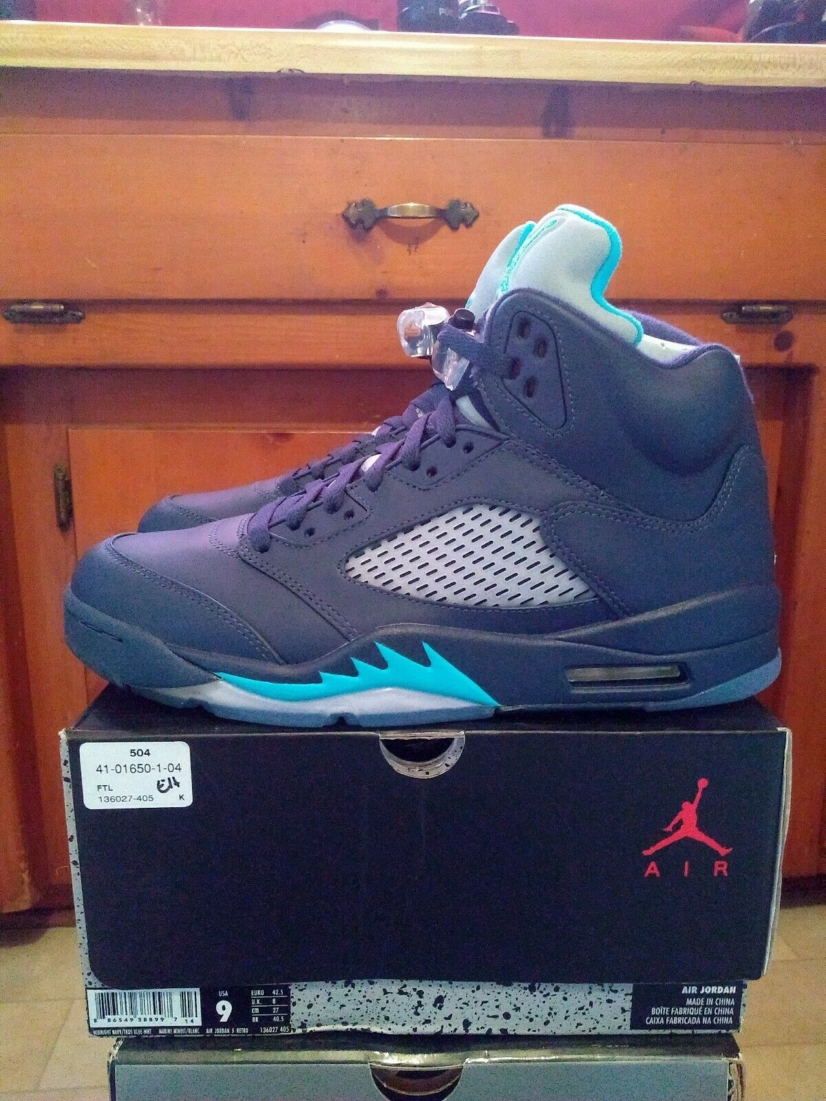 Jordan 5 Midnight Navy Size 9 DS With T Shirt