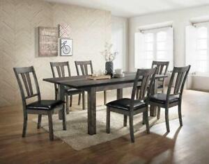 Tables et chaises de salle à manger, Distribution Francal, 2 modèles / FaceTime Sherbrooke Québec Preview
