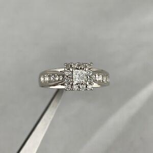 3,300 0.90 CT NATURAL PRINCESS & ROUND DIAMOND INVISIBLE SET RING 14K WHITE GOLD