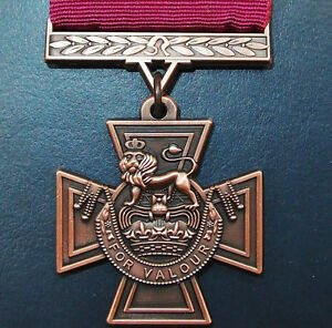REPLICA-WW1-WW2-VIETNAM-IRAQ-AFGHANISTAN-WAR-VICTORIA-CROSS-MEDAL-V-C
