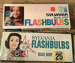 Lot of 2 Vintage Sylvania Blue Dot Flashbulbs Press 25 & 25B Total 19 bulbs