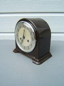 Bakelite-mantel-clock-dome-top-cleaned-polished-working-key-pendulum-VGC-B7