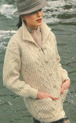 Mujer señoras de largo línea Collar Aran patrón de chaqueta muy tradicional