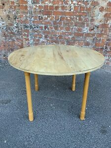 RETRO-VINTAGE-ROUND-DINING-TABLE-KITCHEN-TABLE-WITH-WOOD-EFFECT-MELAMINE-TOP