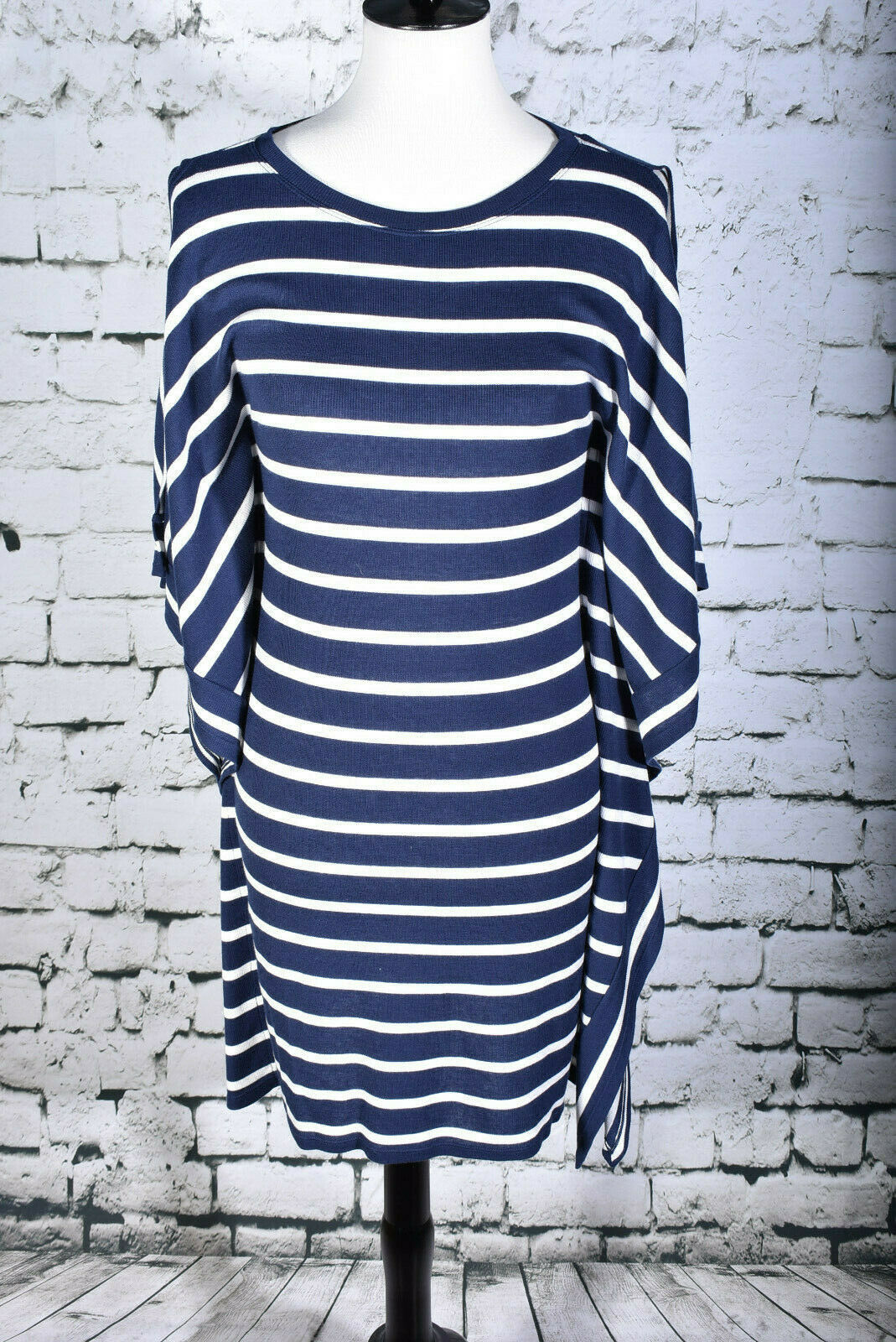 BCBGMAXAZRIA Size Small bluee White Striped Dress Knee Length Stretch UNUSUAL