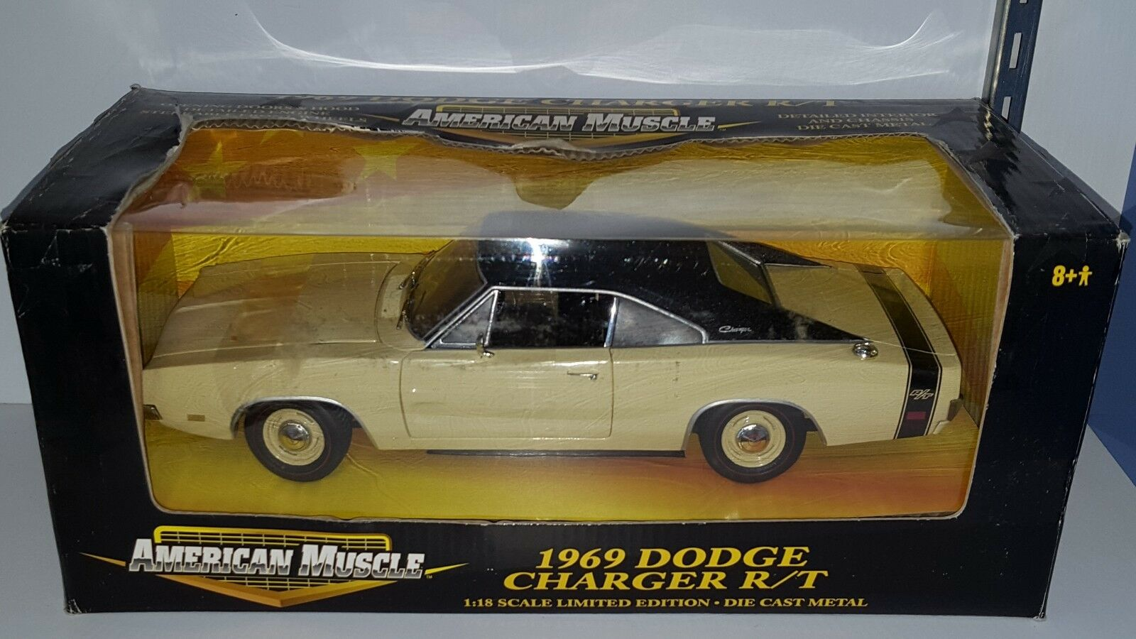 1 18 ERTL AMERICAN MUSCLE 1969 DODGE CHARGER R T YELLOW gd