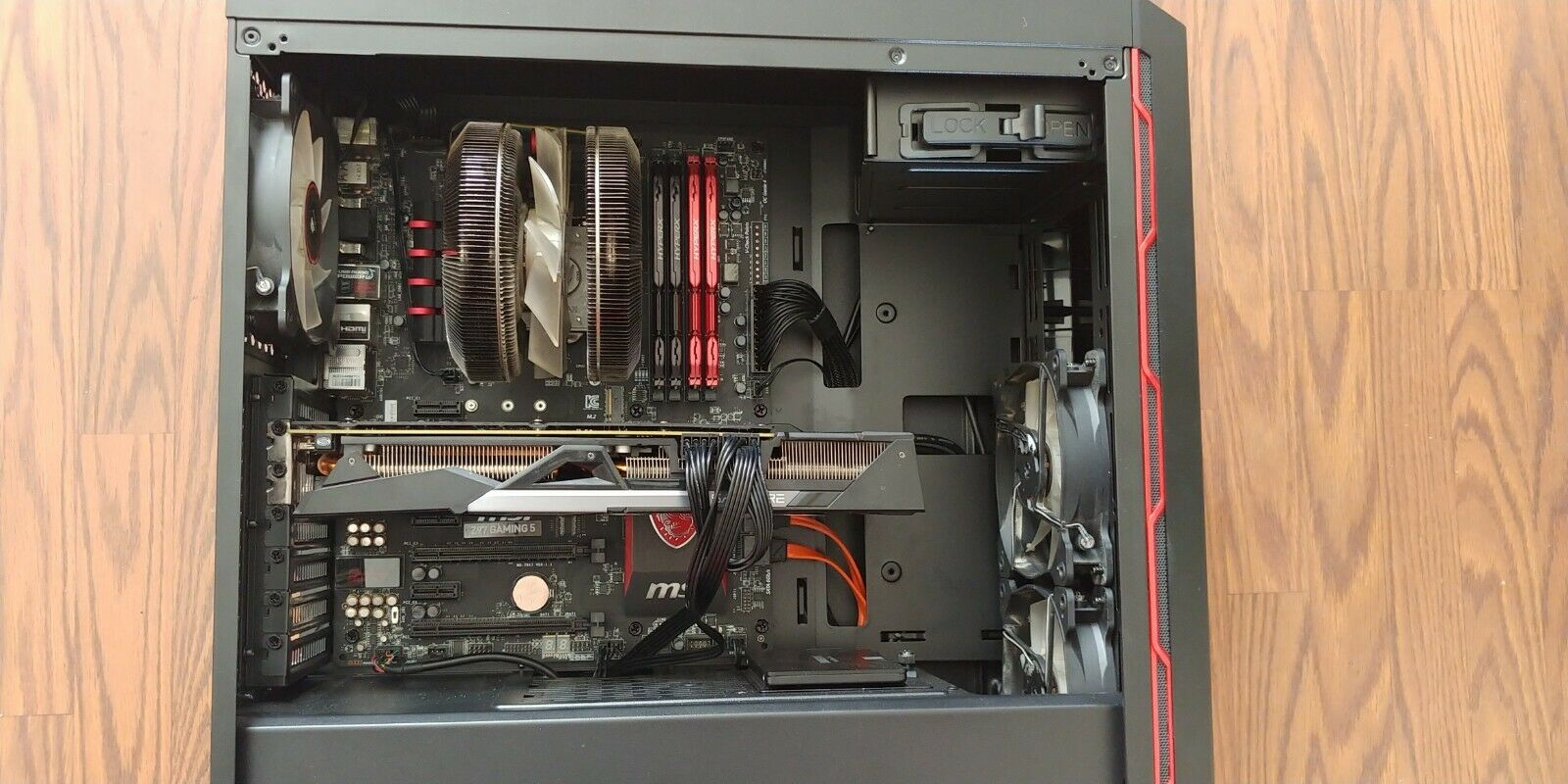 Gaming pc desktop computer with accessories