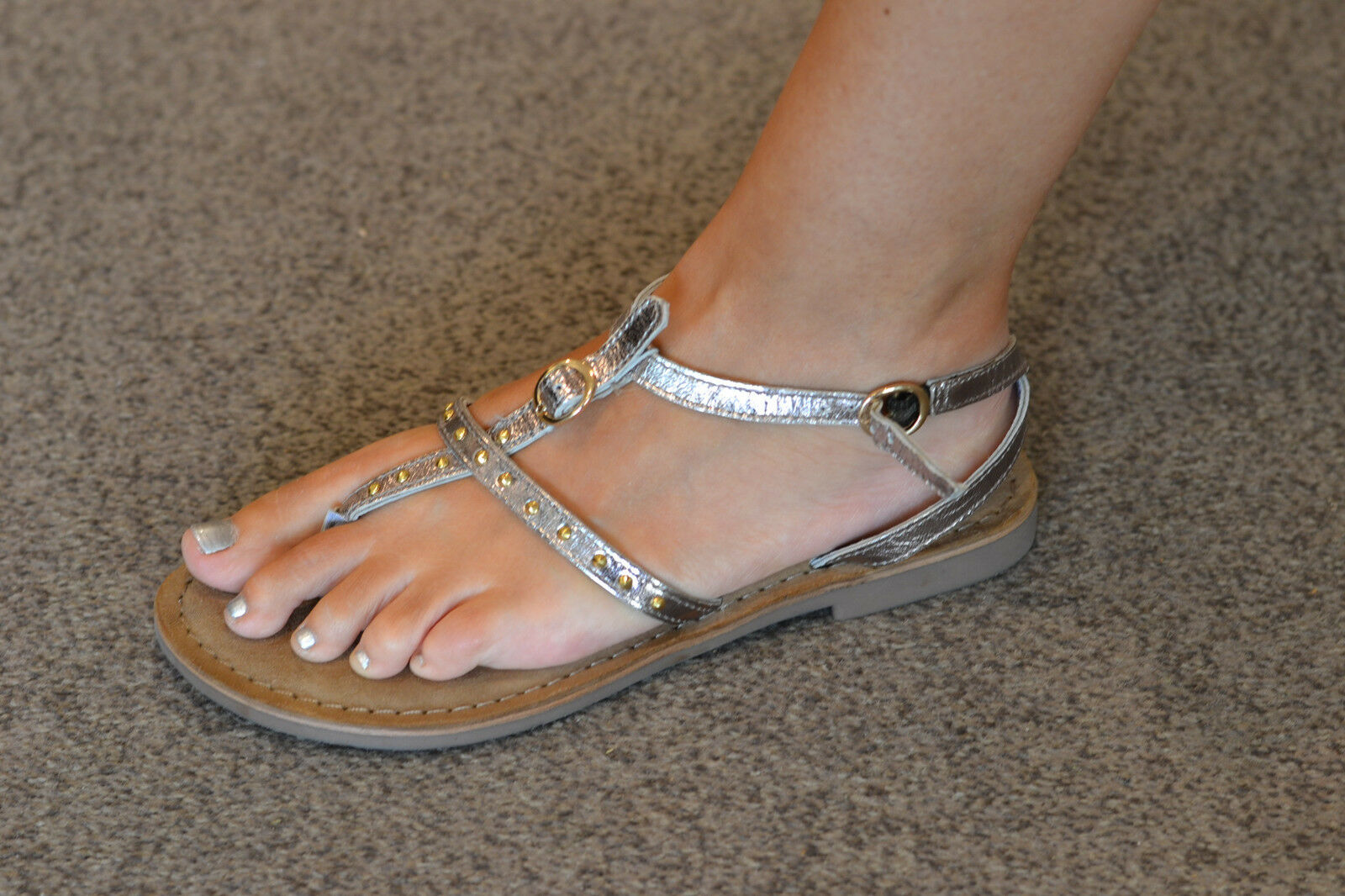 LAZAMANI Damen Schuhe Pantolette Sandalette Sandale sillber flach NEU rotUZIERT