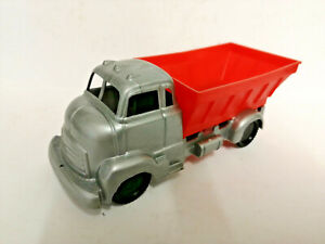 E-1960-039-s-Old-shop-stock-Tudor-Rose-Plastic-polythene-dumper-truck-lorry-RED