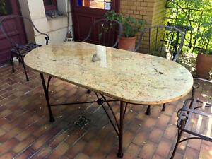 Naturstein Tischplatte Granit Madura Gold Oval Terrassentisch