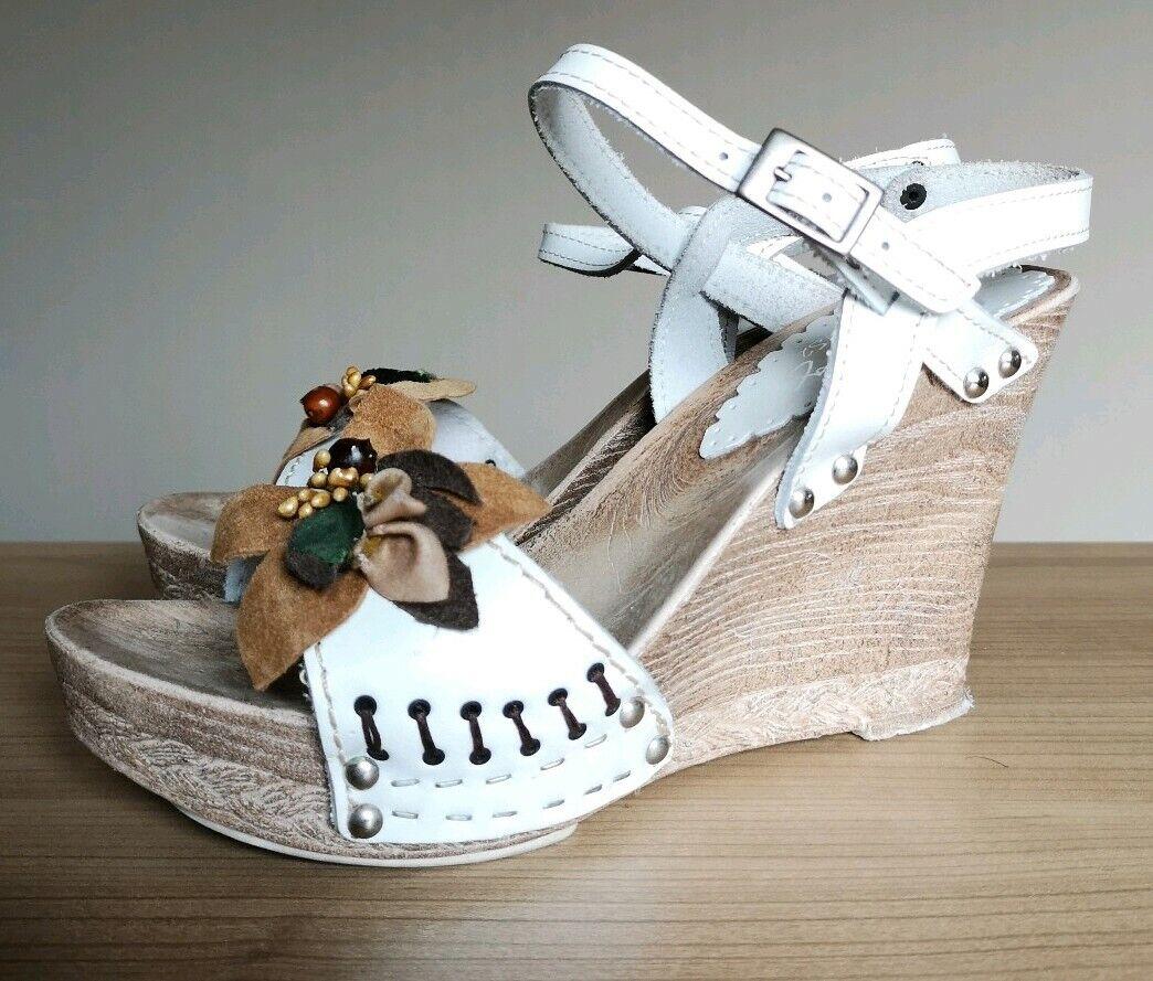 Mustang Sandalen Sandaletten mit Keilabsatz Wedges weiß mit Blaume Gr.38