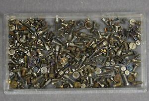 Konvolut-Schrauben-alt-f-Uhrwerk-Uhr-Uhrmacher-Taschenuhr-Armbanduhr-watchmaker