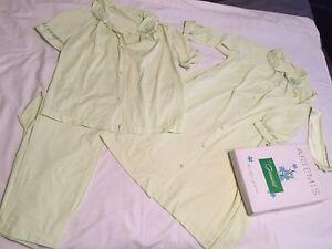 Vintage-Gossard-Artemis-Green-Pajamas-and-Robe-With-Original-Box-Small