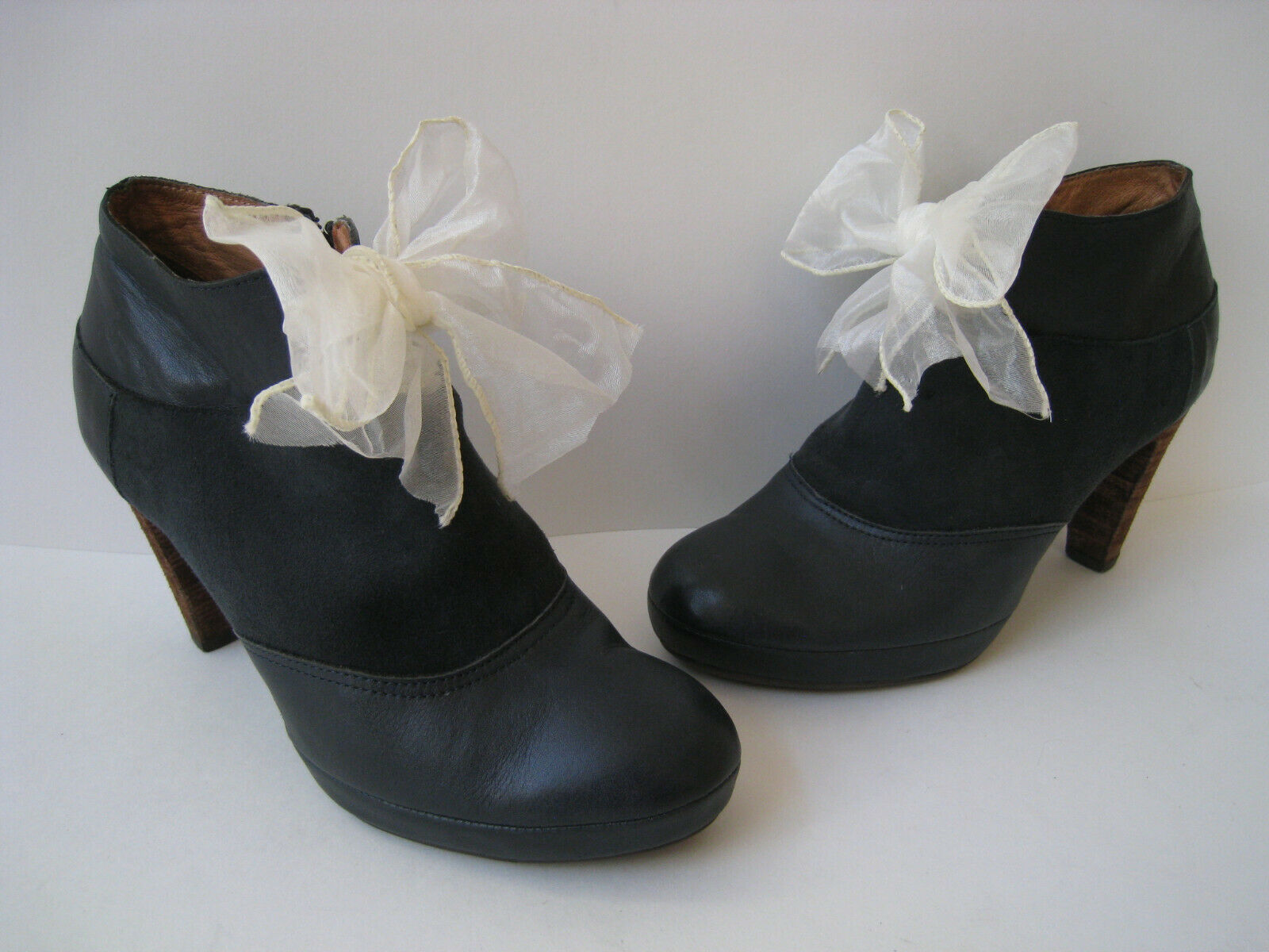 LUCKY PENNY NAVY blueE SUEDE LEATHER WHITE BOW ACCENT ANKLE BOOT SIZE US 6B  HOT
