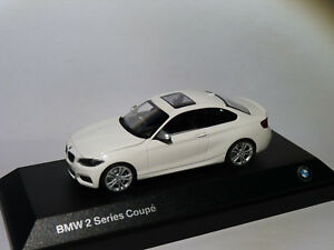 BMW-serie-2-coupe-2er-series-F22-au-1-43-de-Minichamps