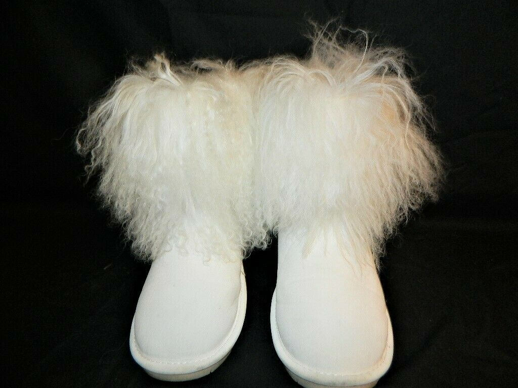 WOMAN SIZE 11 SUEDE FLUFFY WHITE BEARPAW BOOTS
