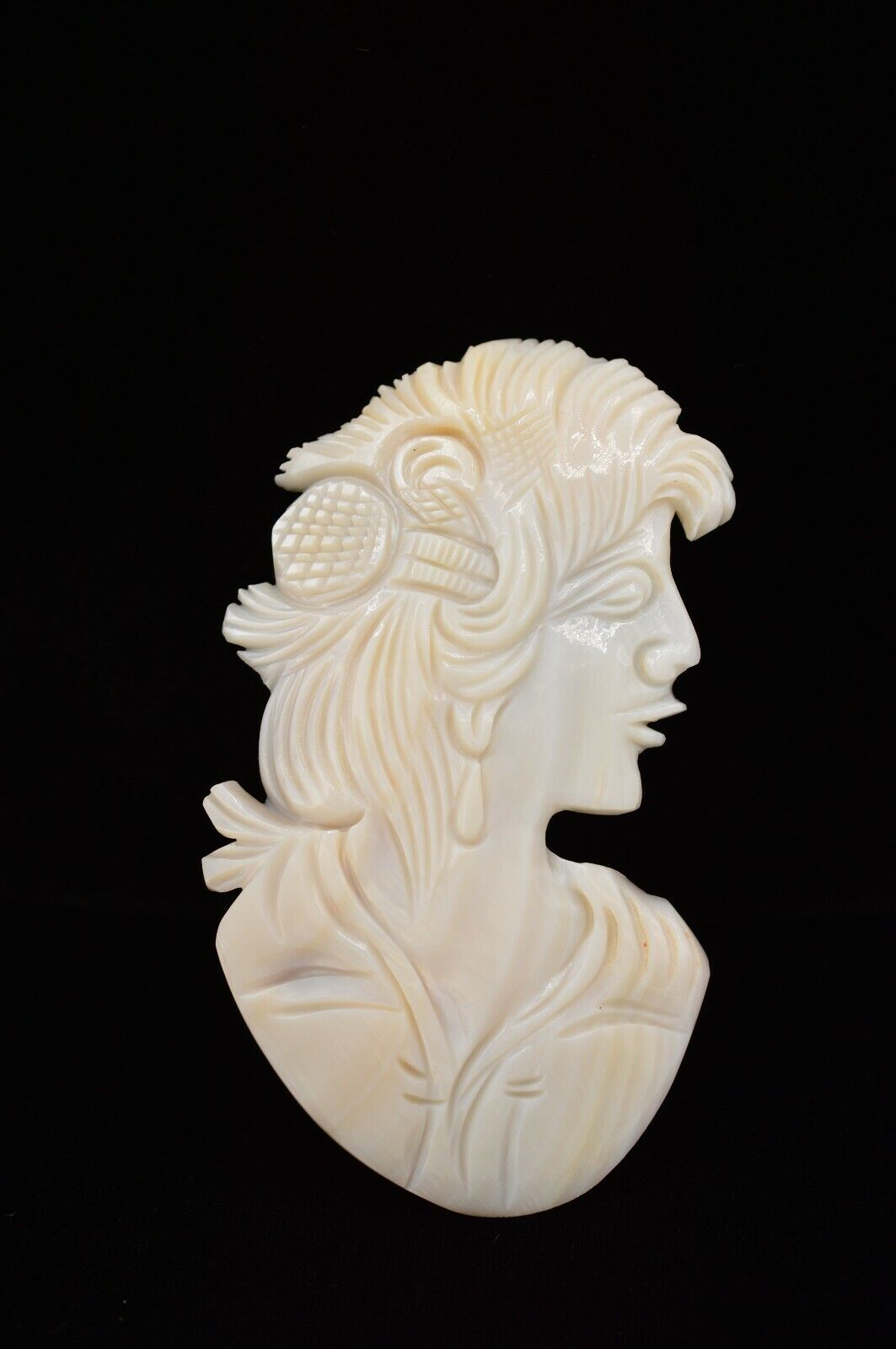 BARI USA True Vintage Belt Buckle Abalone Shell Carved Woman Mother Pearl 80s 9B