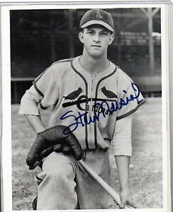 YOUNG-STAN-MUSIAL-SIGNED-8X10-ST-LOUIS-CARDINALS-HALL-OF-FAMER