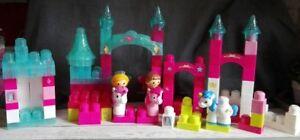 Lot de nombreux megabloks pour construire château avec 3 licornes et 2 fees