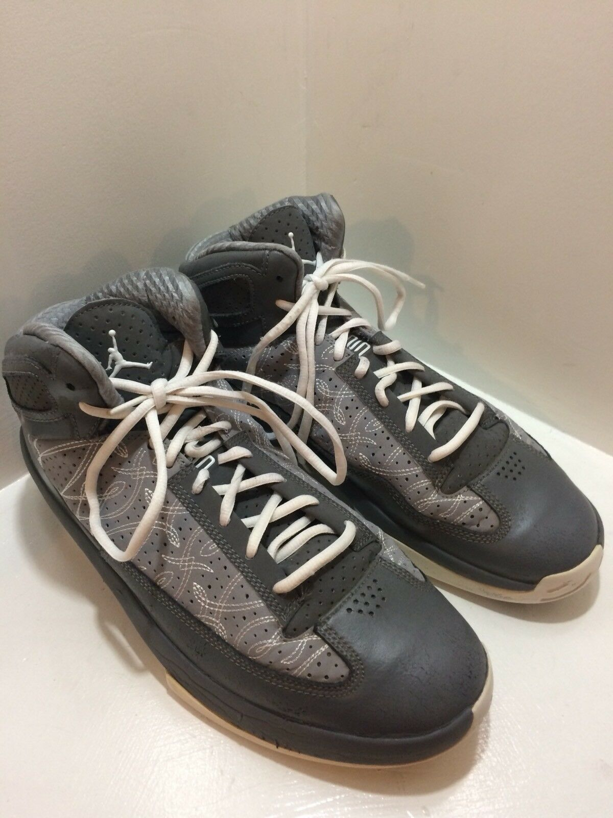 NIKE AIR JORDAN ICONS Men's Gray White Basketball Sneakers 393852-010 Comfortable The most popular shoes for men and women