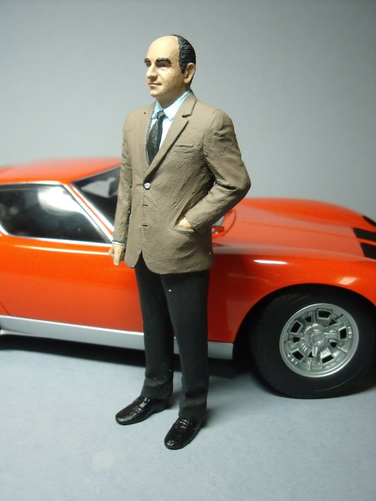 1 18  FIGURE  NUCCIO  BERTONE   PAINTED  BY  VROOM  FOR  LAMBORGHINI   AUTOART