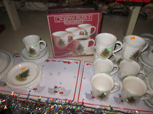 Pfaltzgraff-Christmas-Heritage-Coffee-Mug-set-4-mugs-set-New-In-Box