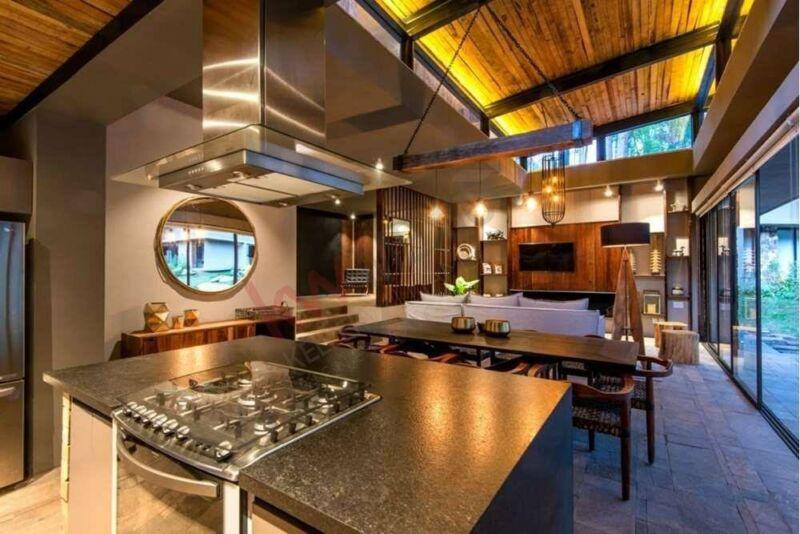 Casa en venta en un lujoso conjunto en Avándaro en medio de la naturaleza