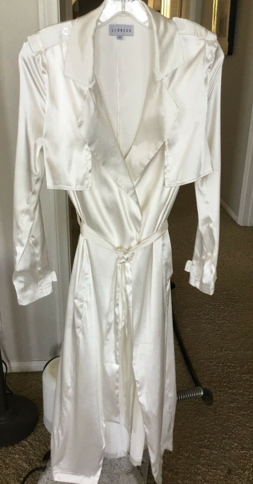 NWOT SHINY WHITE TRENCH COAT BY LIONESS XS