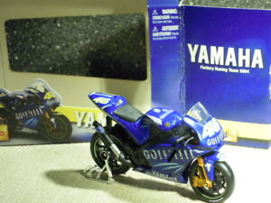 Maisto-34057-Yamaha-YZR-M1-46-V-Rossi-Factory-Racing-Team-2004-NEW-amp-OVP