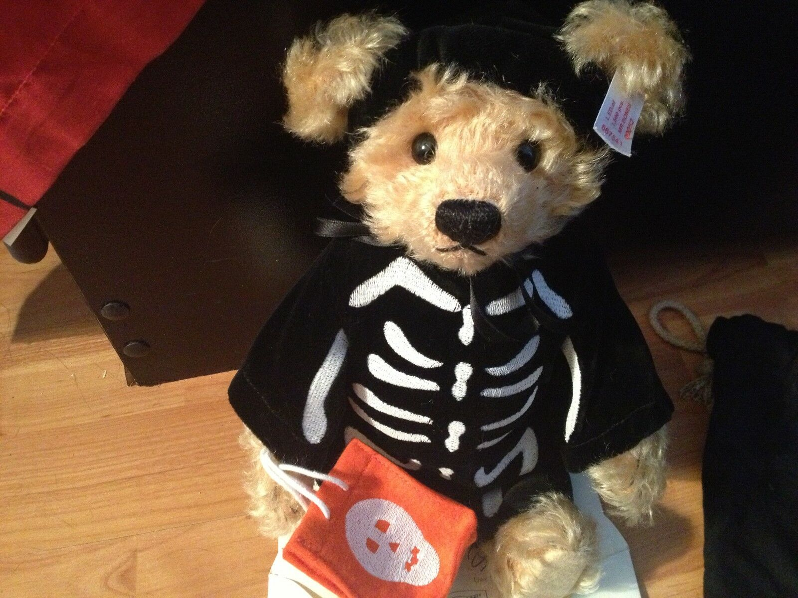 STEIFF HALLOWEEN Mr. Bones SKELETON COSTUME BEAR w/ SKULL BAG GLOW IN DARK