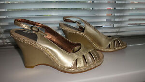 Hush-Puppies-Womens-UK-Size-4-Gold-Leather-Wedge-Sandals