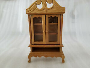 VINTAGE-WOODEN-DOLLHOUSE-FURNITURE-CHINA-CABINET