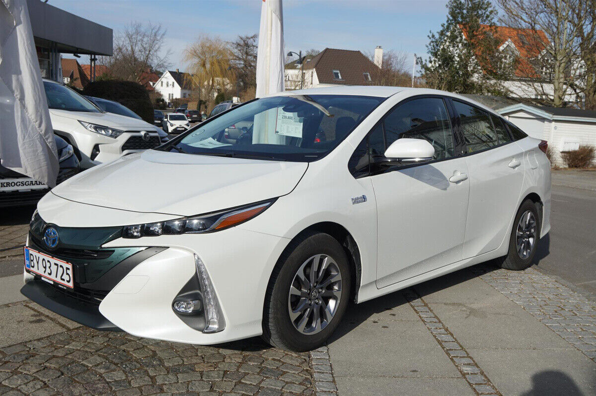 Toyota Prius 1,8 Plug-in Hybrid H3 MDS 5d - 239.800 kr.