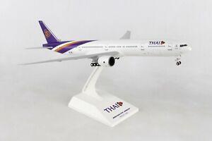 SKYMARKS (SKR944) THAI AIRLINES 777-300 1:200 SCALE PLASTIC SNAPFIT MODEL