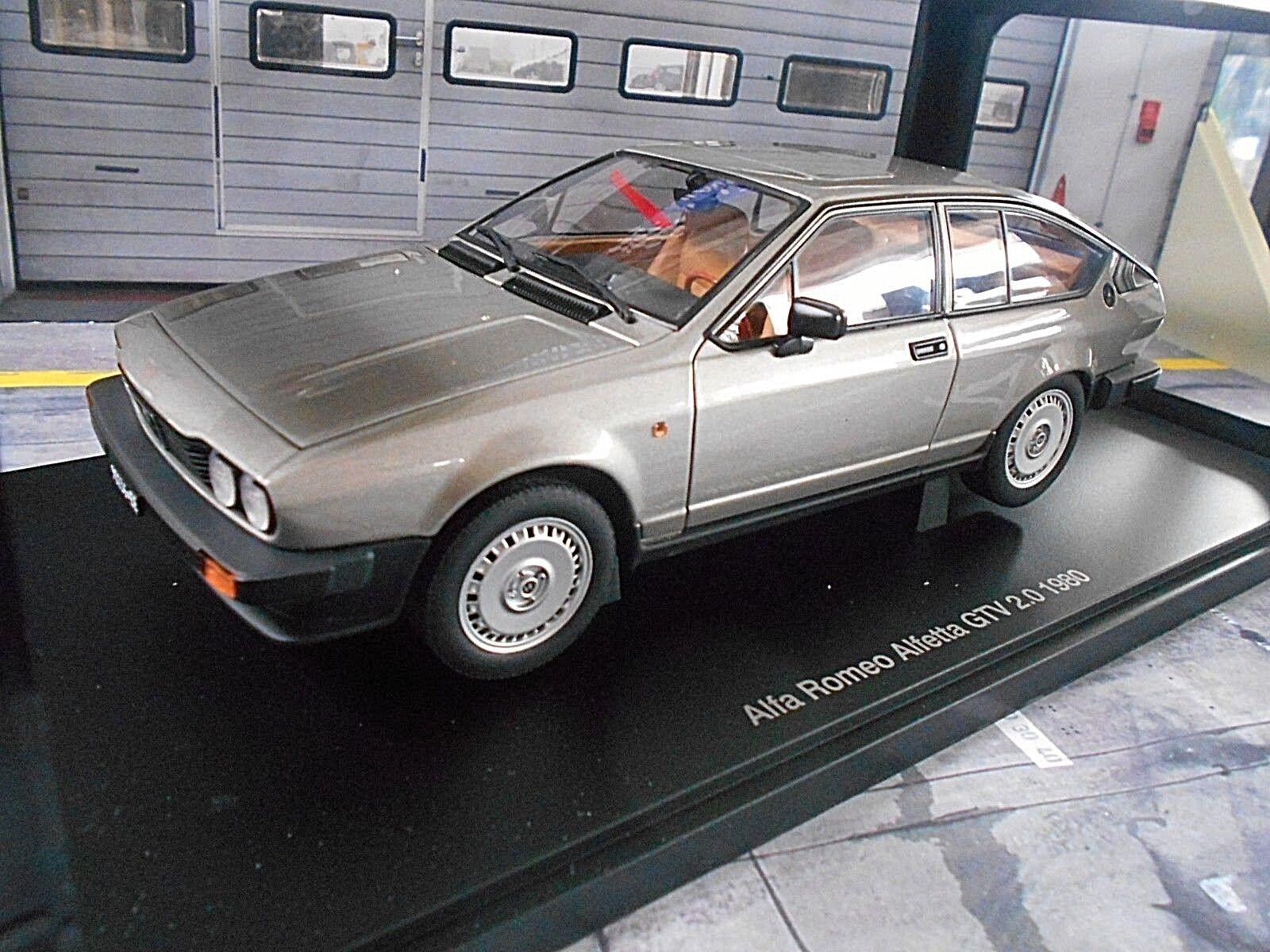 ALFA ROMEO ALFETTA COUPE GTV 2000 argento grigi 1980 Autoart 1:18